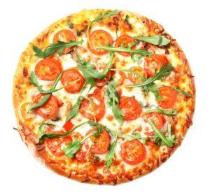 Pizza mit Tomaten und Ruccola