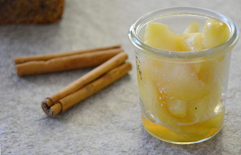 Apfelkompott, mit Zimt, warme Äpfel
